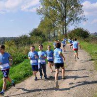 Blisko 80 biegaczy na starcie Jesiennego Biegu Wzdłuż Rzeki Skawy