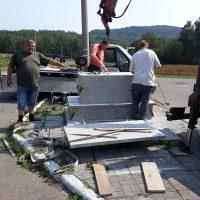 Niespodzianka podczas prac remontowych przy obelisku w Lgocie