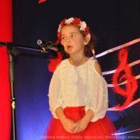 Patriotyczne śpiewanie w Ośrodku Kultury Gminy Tomice