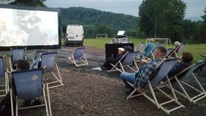 Ośrodek Kultury Gminy Tomice zainaugurował letnie seanse kina plenerowego