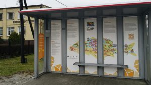 Edukacyjne przystanki autobusowe gotowe